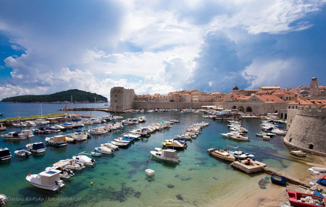 fotografia zdjęcie foto krajobraz miasto morze port widok łodzie niebo