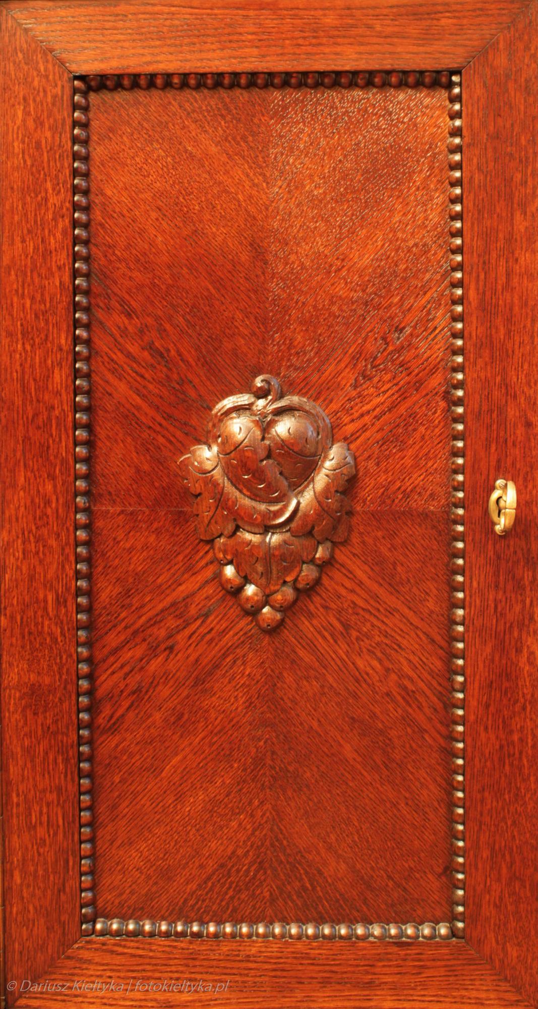 fotografia zdjęcie foto meble antyki secesja drzwi okucie rozeta rzeźbienia motyw