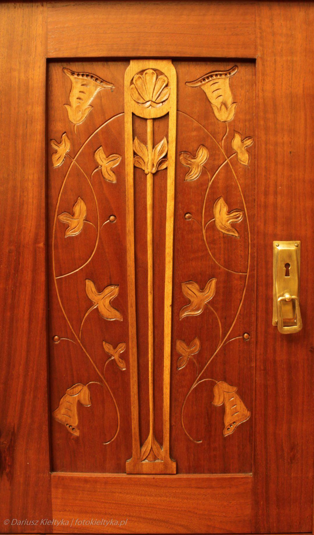 fotografia zdjęcie foto meble antyki secesja drzwi okucie rzeźbienia motyw